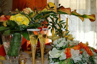 poháriky a kytička