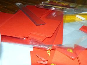 papírové dílce na obálky, připraveno k ohybu