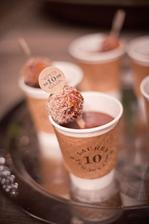 Serve hot chocolate at a winter wedding! yum!