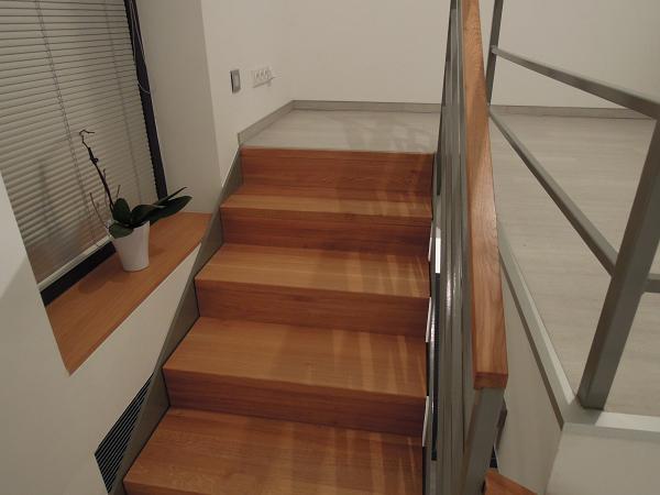 Nas prerobeny domcek :) - schody na horne poschodie