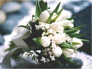 biele tulipany+drobne biele kvietky