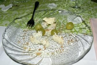 Gorgonzola s vínem, ořechy a medem