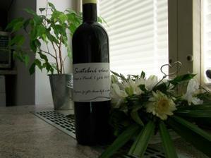 jako výslužku si svatebčané odnesli víno - nápad nevěsty:-)