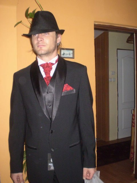 Tužba po dokonalosti - oblek pre mojho mafiána heheh :)