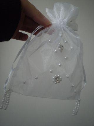 Tužba po dokonalosti - do toho dám konfety aby mali družičky čo do nás hádzať....