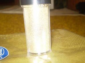 trblietavý zlatý prášok s ktorým dotvorím dekoráciu na stoloch troška ich popráškujeme )) nech sa lesknú