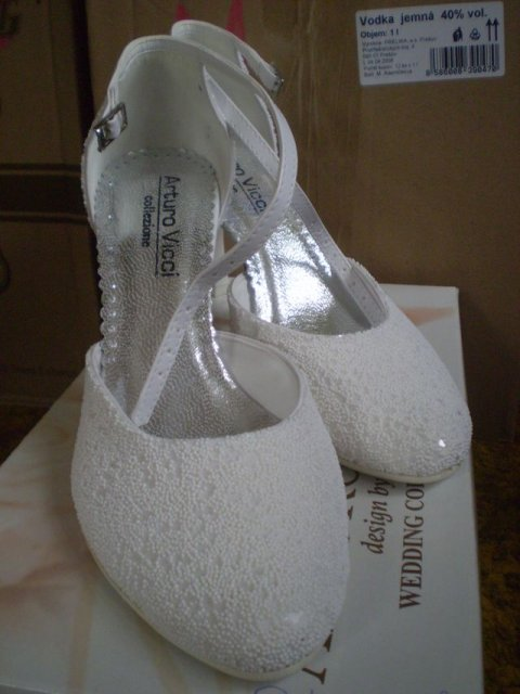 Tužba po dokonalosti - topánočky ... došli deň pred svadbou