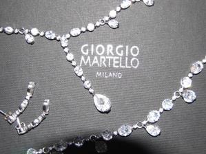 a môj svadobný náhrdelník ktorý sa bude dediť z generácie na generáciu je z pravých kameňov