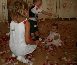 deti sa išli zblázniť z nášho srdiečkového ohnostroja a potom z balonov