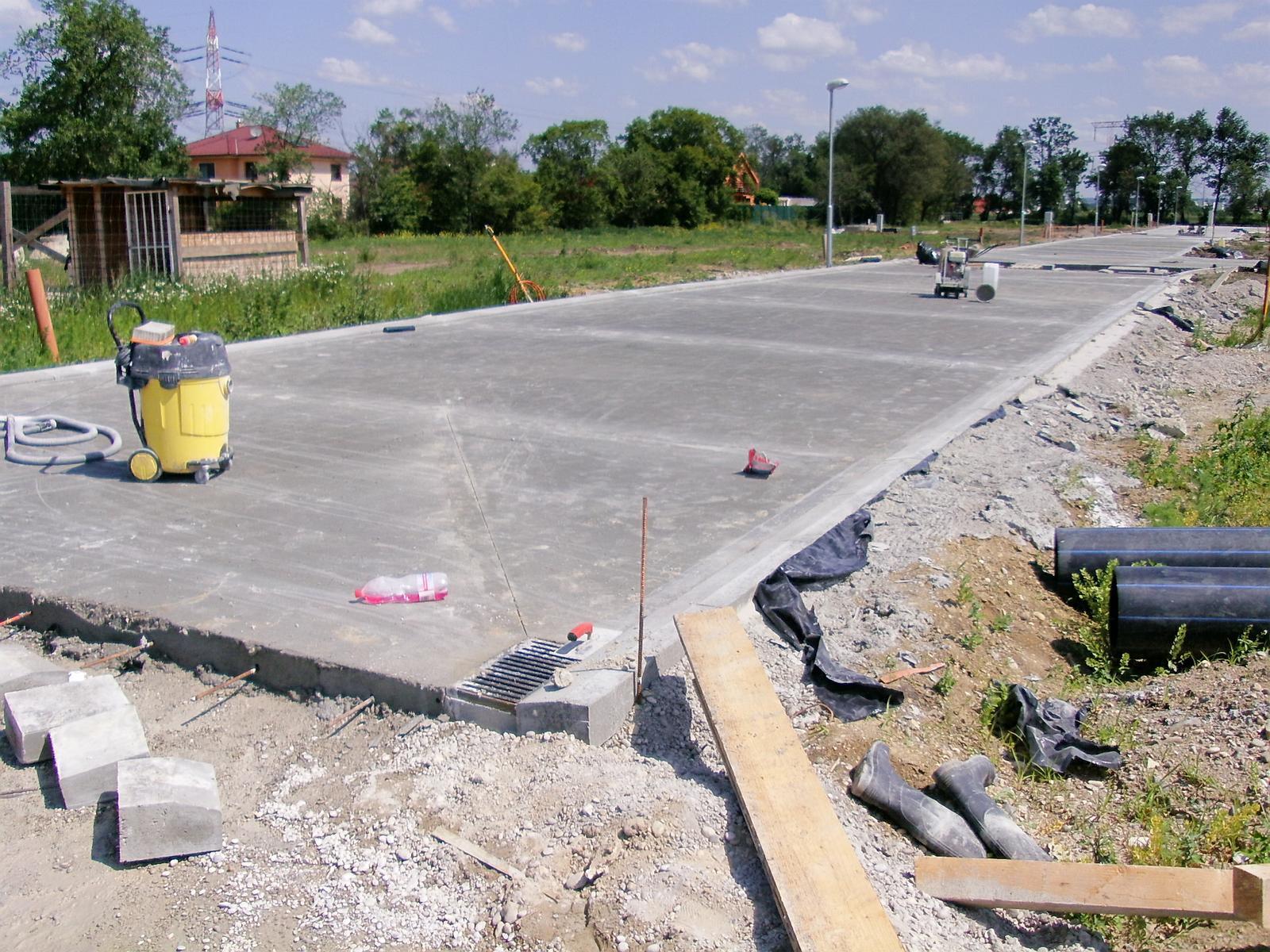 ...tak začali konečne betonovať... - Obrázok č. 3