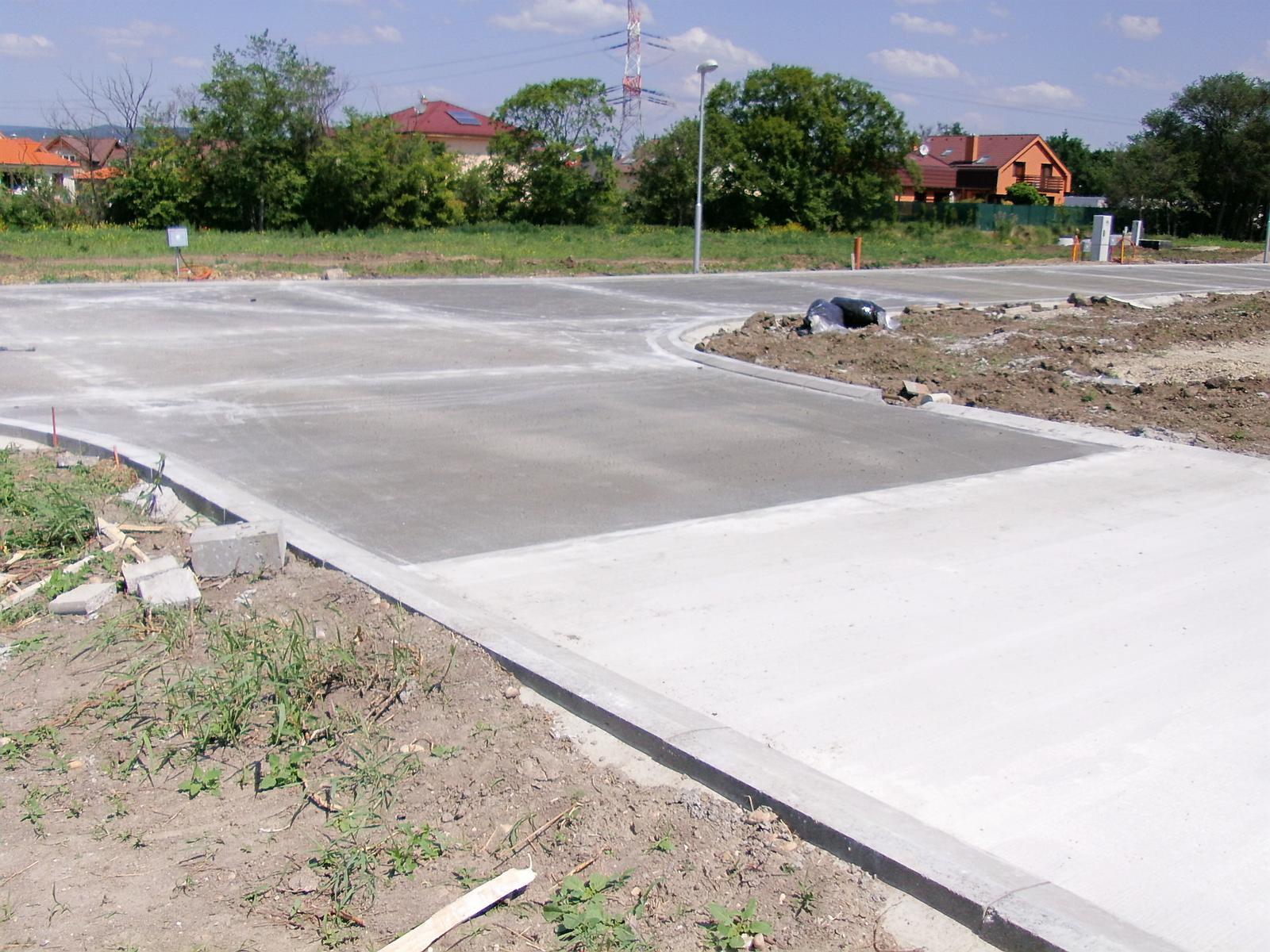...tak začali konečne betonovať... - Obrázok č. 4
