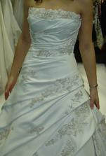 Tyhle šaty byly vážně nádherné, ale vážily 7,5 kilo :-(((