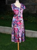 saténové šaty, 42