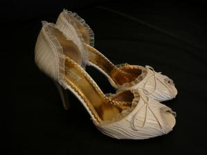mé krásné svatební botičky