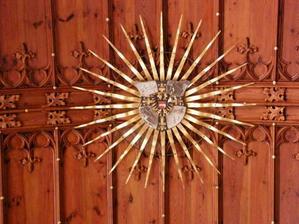 detail stropu - slunce + hvězdy