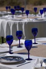 hrozně se mi líbí modré sklenice :)