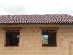 strecha je cela hotová,mali sme štastie na tesarov,boli vynikajuci