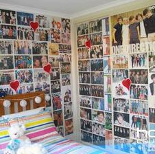 Nejaká izba pre mna :D Už lepím plagáty :D