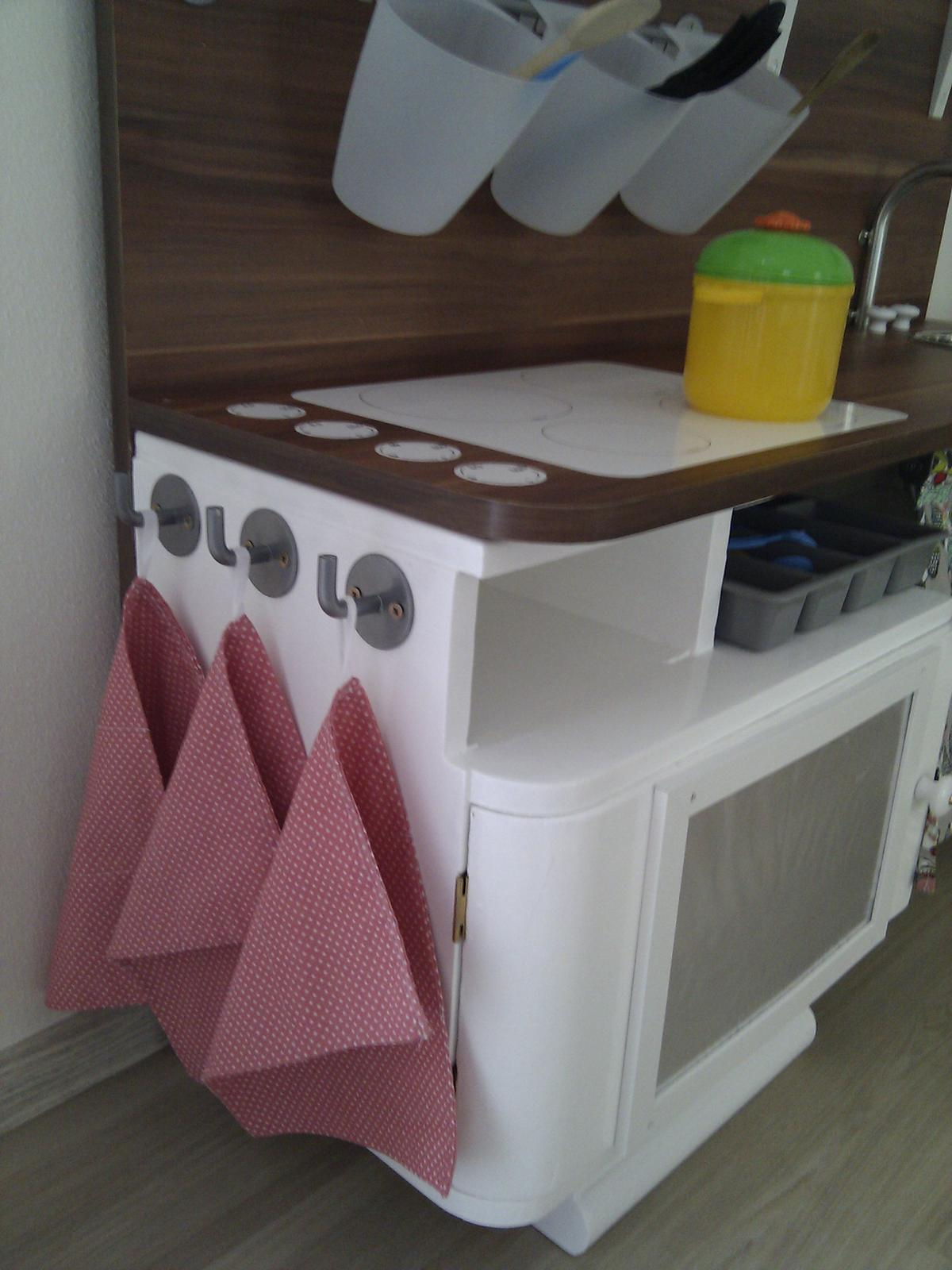 Projekt - KUCHYŇKA - Útěrky na nádobí.