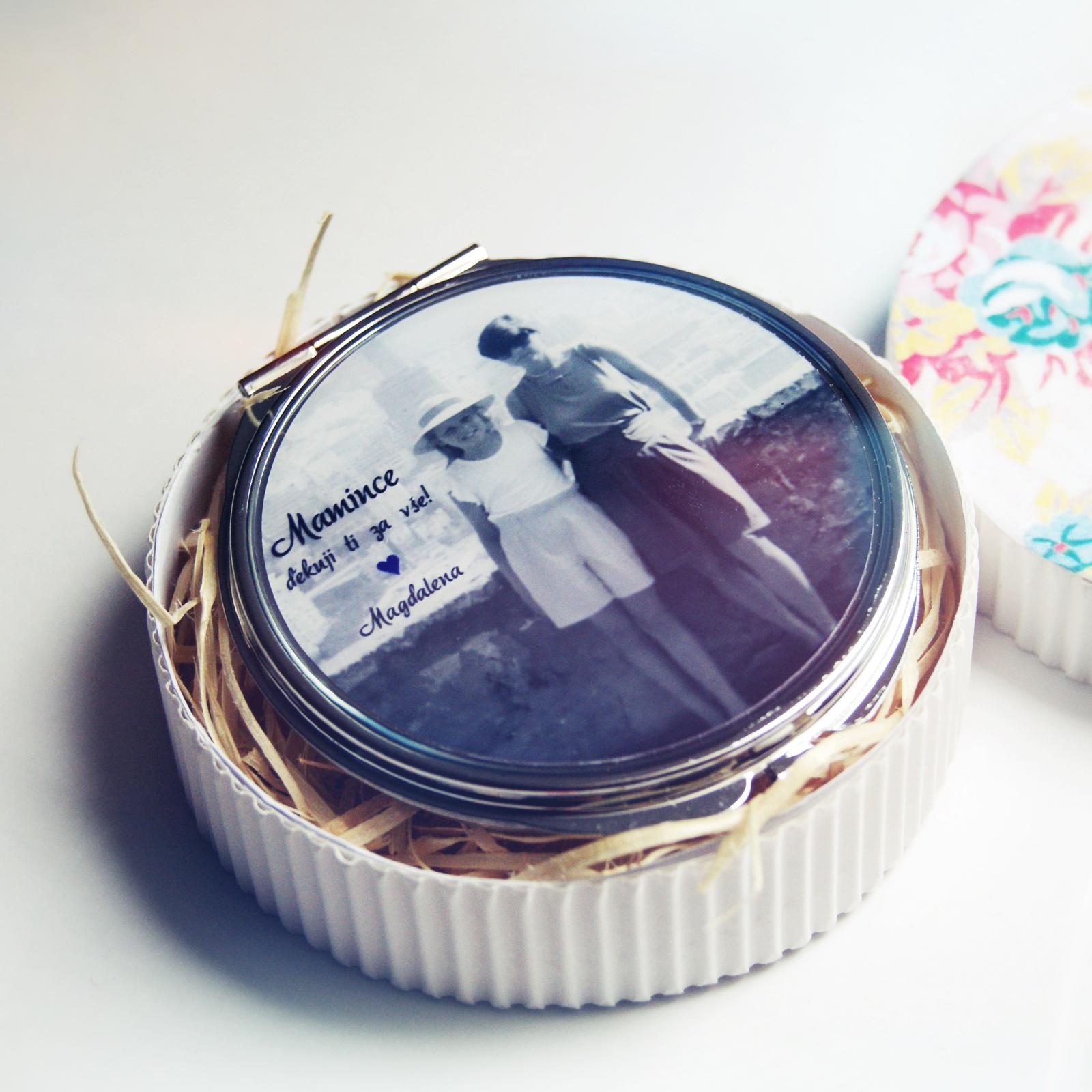 Svatby v druhé polovině roku 2016 - Zrcátko pro maminku nakombinované se vzpomínkovou fotkou z dětství - to potěší zaručeně každou mamku :)