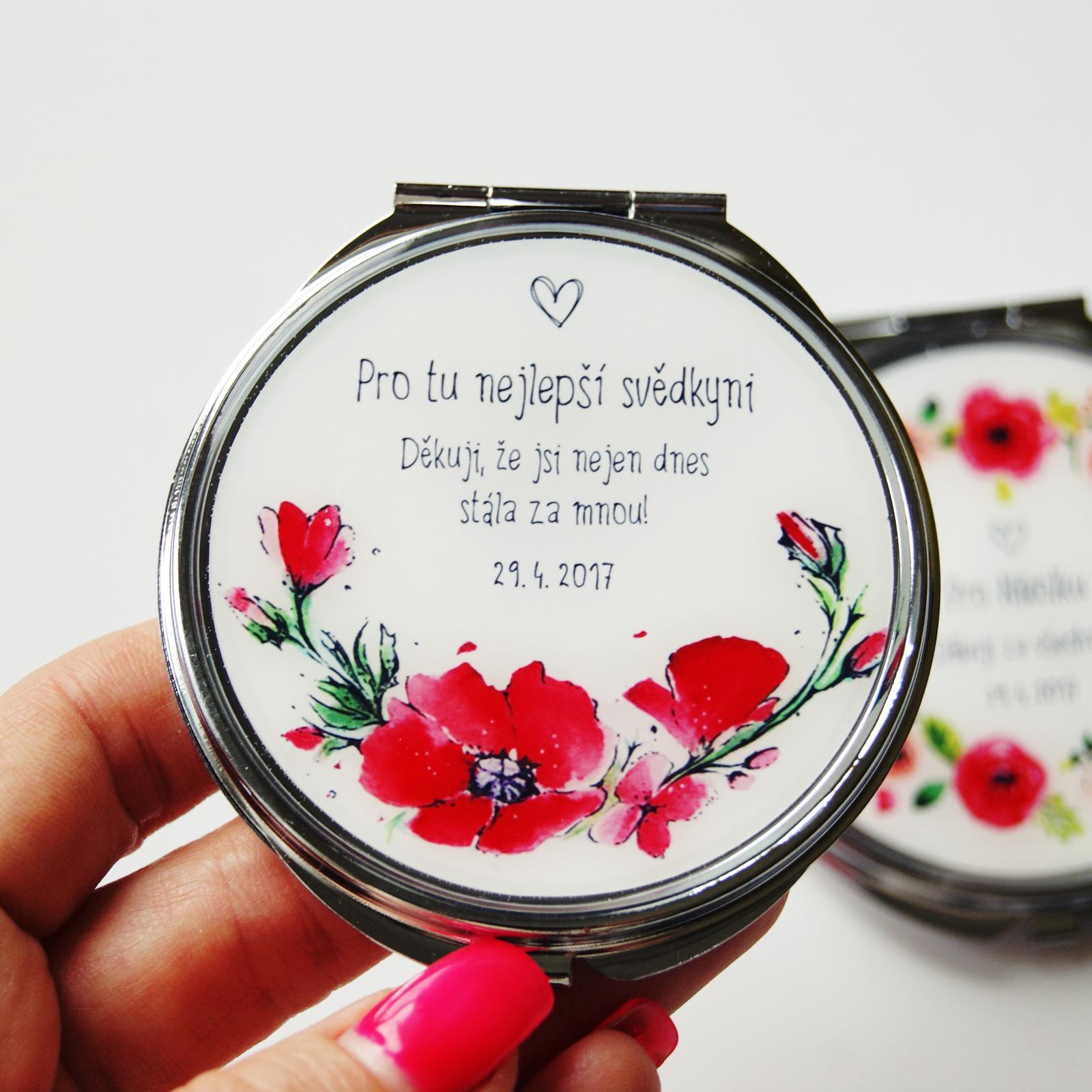 Svatby roku 2017 - zrcátko pro svědkyni s našimi ručně malovanými máky z katalogu - Pro návrh vlastního šperku na přání využijte náš formulář na eshopu: http://bit.ly/_sperky_na_prani