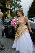 Zlaté svatební šaty, 40