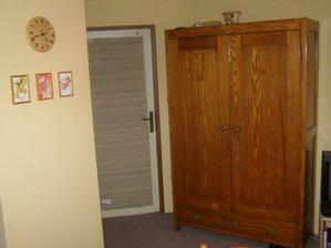 a to už jsou dveře z-do ložnice