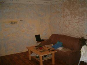 Takhle prozatím vypadá druhá strana pokoje :-(