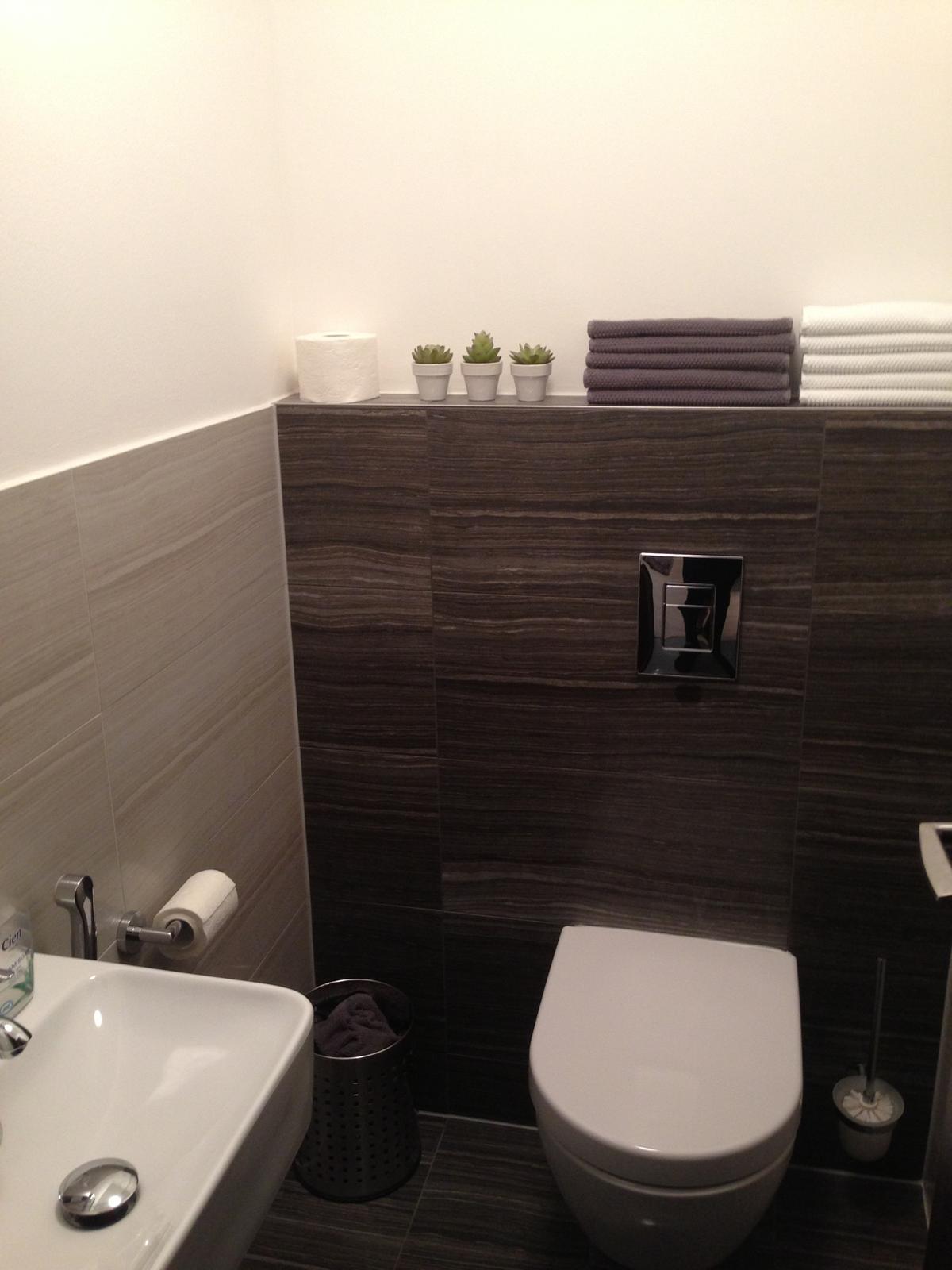 Rekonštrukcia panelákového WC - obklad do takejto výšky