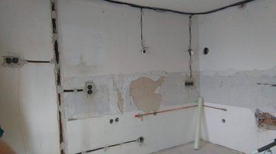prerobená elektrina, voda, odpad a plyn