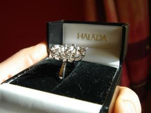 to byl zásnubní prsten :)