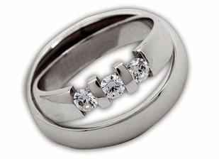 líbí se mi to ukotvení kamenů, takové má Janička i na svém prstýnku k 5ti letému výročí