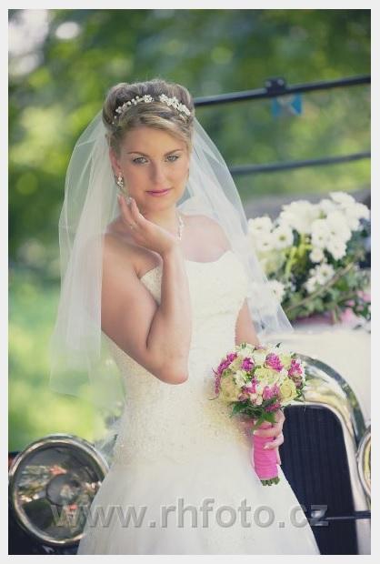 Krajkové princeznovské šaty, korzetové - Obrázek č. 1