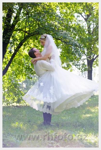 Krajkové princeznovské šaty, korzetové - Obrázek č. 3