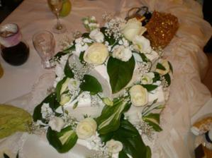 Svadobná torta bola mňam :-)