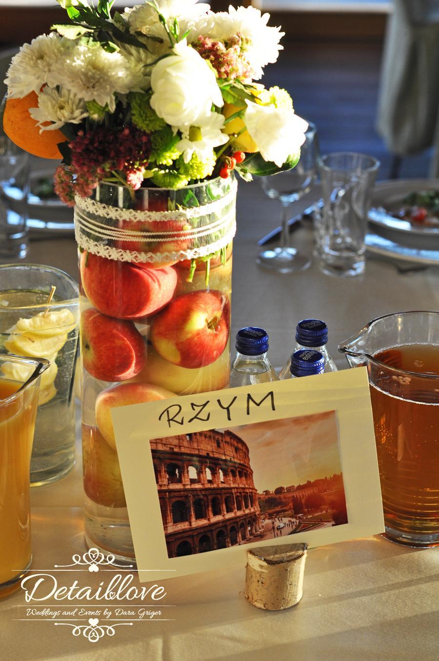 Martynka a Arek a ich rustikálna jesenná svadba - Kvetinová výzdoba a čísla stolov