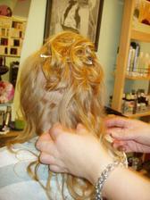 šikovná kadeřnice...udělala s mýmy vlasy zázrak :-)
