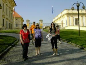Pája, Lenča a Katy přes Slavkovským zámkem