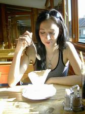 Katy si pochutnává na Tiramisu