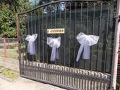 ceduľa s názvom svadba + mašle na bránu 3ks,