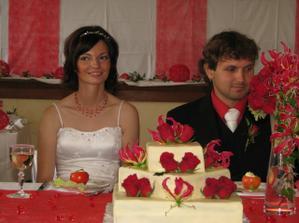se svatebním dortem