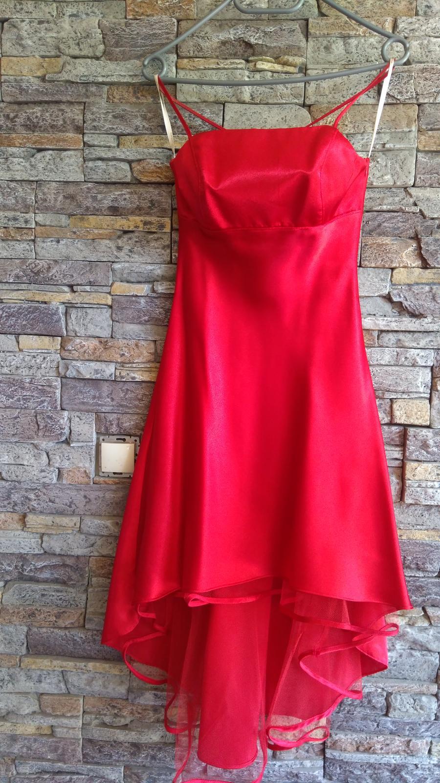Červené šaty po kolená - Obrázok č. 1