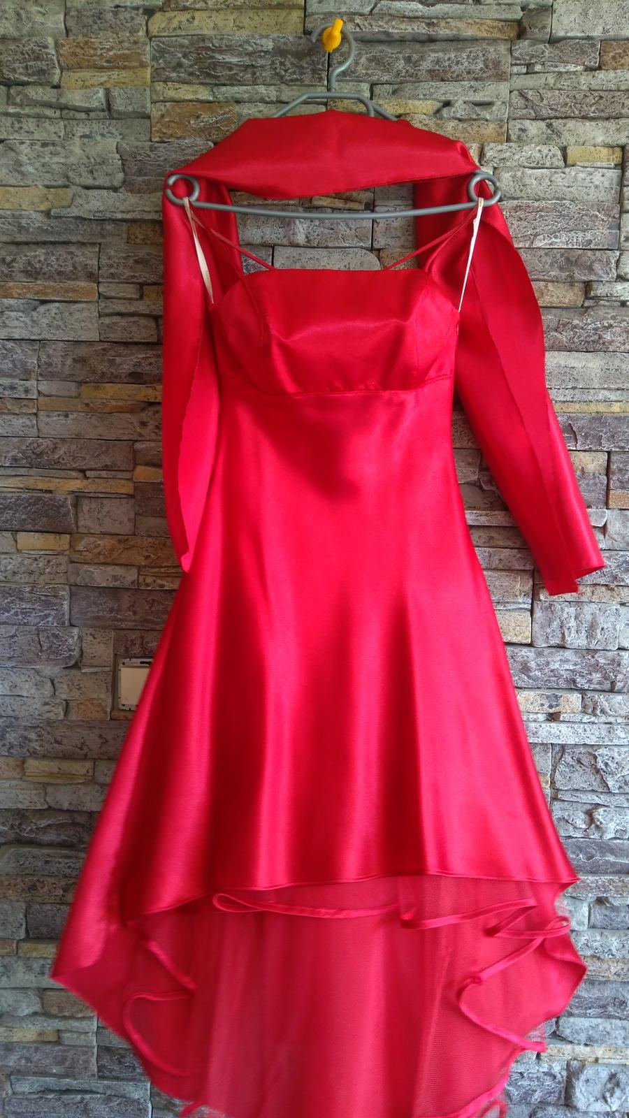 Červené šaty po kolená - Obrázok č. 2