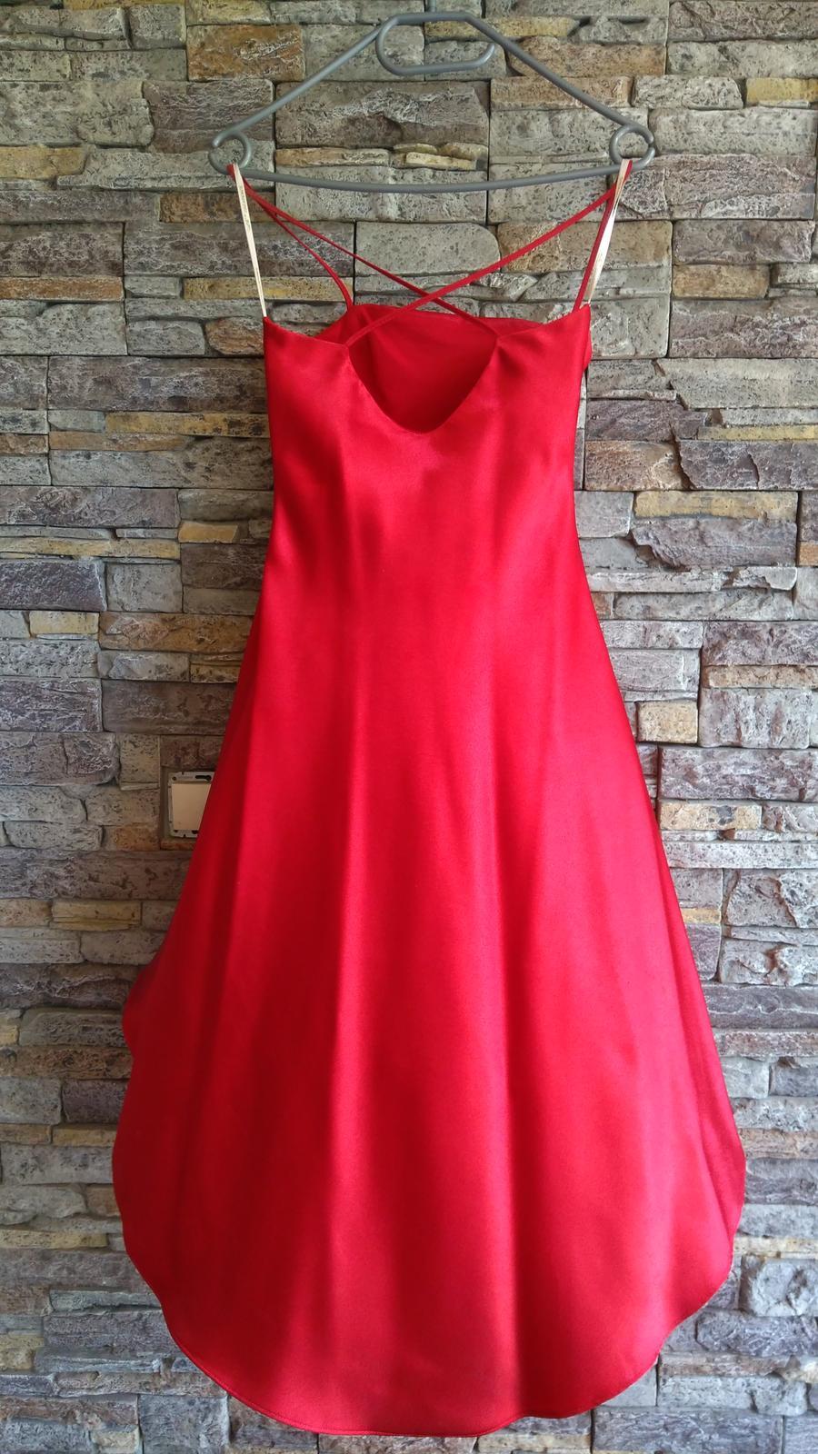 Červené šaty po kolená - Obrázok č. 3