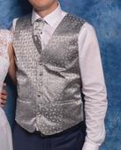Pánska vesta s kravatou a vreckovkou, 46