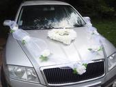Výzdoba na auto s veľkými ružami,