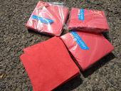 červené ubrousky,