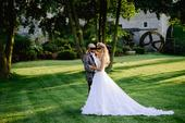 Jedinečné svadobné šaty od návrhárky V.Hložníkovej, 36