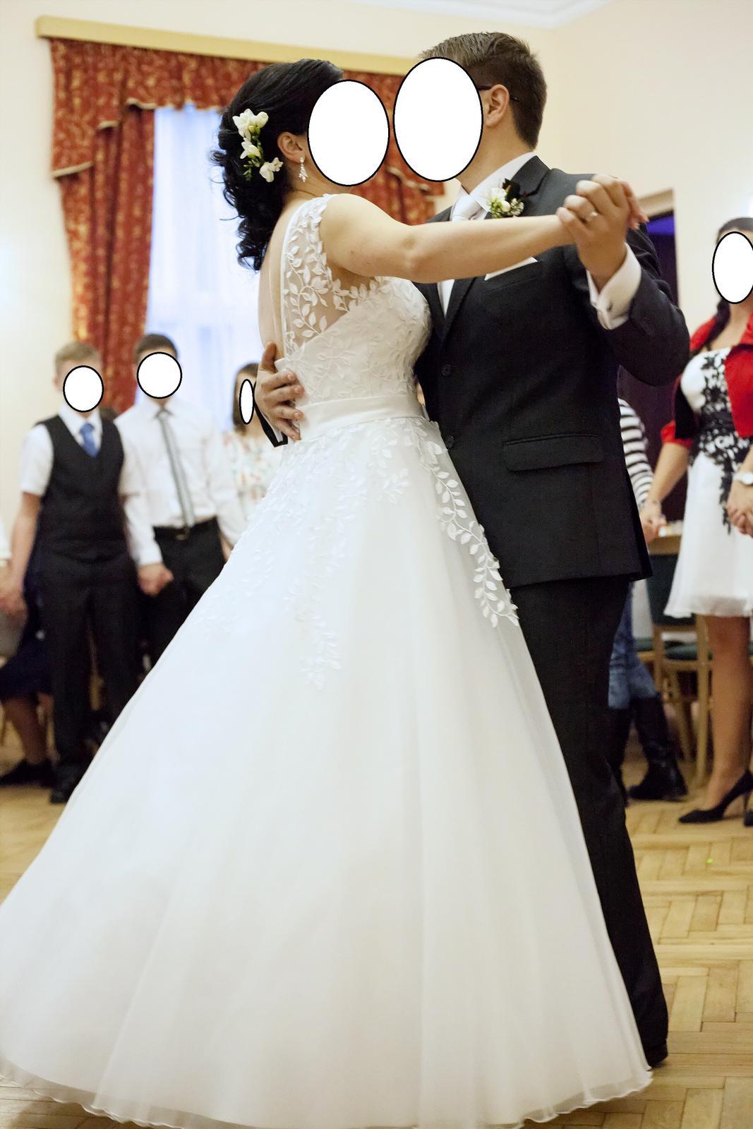 Bílé svatební šaty s nevšední krajkou - Obrázek č. 3