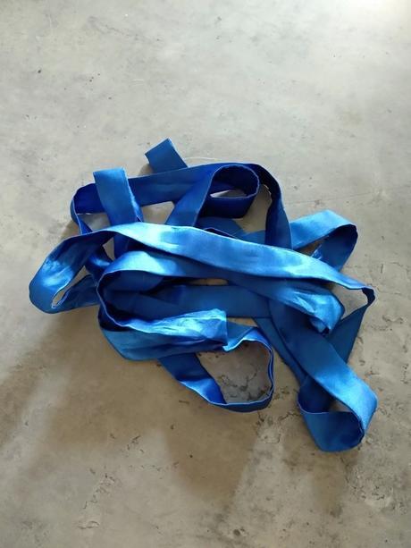 Stuha do šatů v barvě royal blue - Obrázek č. 1